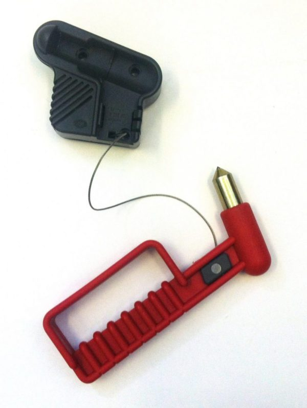 escape hammer with retractable cord